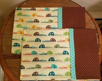 Set of 2 Pillowcases with Vintage Trailers Print