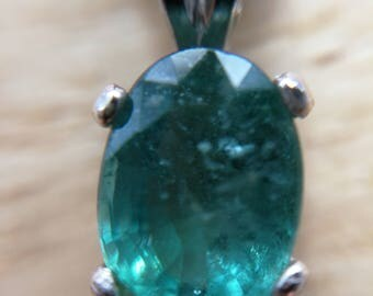Colombian Emerald pendant 1.2ct oval faceted vvs natural no treatment