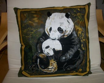 Complete cushion with motifs of Panda