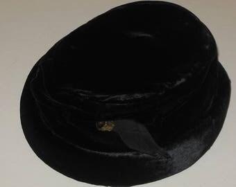 Black Velvet Hat Vintage Roberta Bernays Headpiece Headwear Satin Lining
