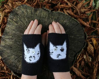 Black cats boiled wool mittens