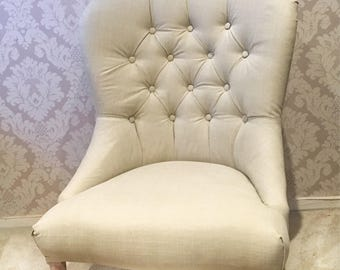 Button back upholstered chair