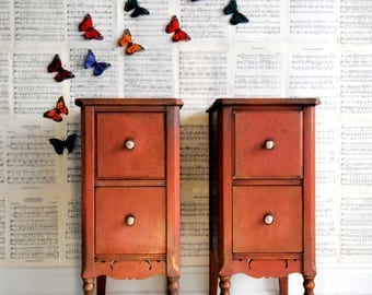 Pair of end tables!!