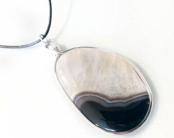 Agate Slice Leather Pendant Necklace Handmade, Custom Jewelry, Pendants, Agate Necklace, Leather Necklace, Leather Jewelry, Jewelry.