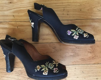 1940's -  Peep Toe, Fabric Embroidery Shoes - Size 6