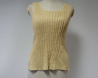 The hot price, straw coloured lienn top, M size.