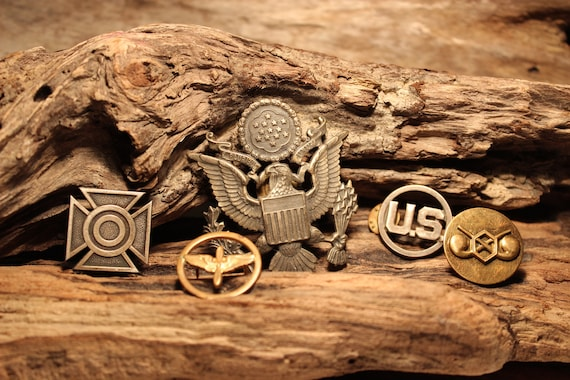 WWII US Army Eagle  Officer Hat Badge WWII Milatry Badges & Pins United States Army Vintage Badges World WarII Vintage Milatry Badges Pins