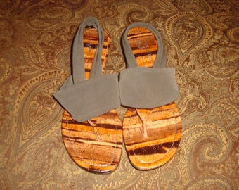 Shades of Brown Donald J Pliner Dasan Wedge Sandals 8M