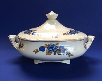 Wedgwood Chelmsford Covered Casserole Blue & White China England MINT vintage