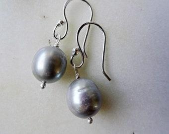 Grey Pearl earrings - Pearl earrings - cultured Pearl - June birthstone - Mothers Day - Nickel free earrings - grey earrings - grey Pearls