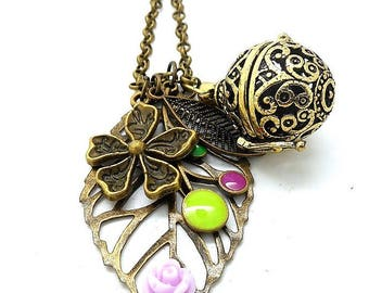A scent! Necklace has leaf, purple flower scent