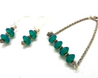 Bracelet and earrings green glass beads