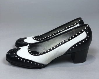 Vintage 60s Womens Heels Shoes Black White Oxford Style Pumps Size 7A Narrow Width