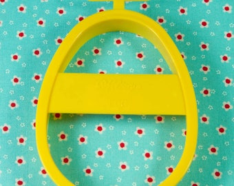 1992 Collectable Yellow Easter Egg Plastic Cookie Cutter Taiwan