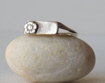 Vintage Band Ring Sterling Silver Geometrical Flower Band Ring, Size 6.5 Modernist Ring, Sterling Modern Design, 925 Silver Band Stackable