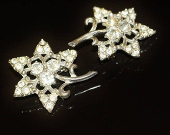 Vintage Brooches Matching Pair Small Flowers Silver Tone w Three Ice Rhinestone Centre with Clusters of Three Tiny Stones Around Outside 117