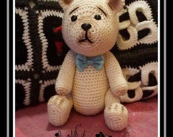 Little beige bear with his bow tie crochet