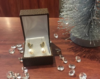 Hardy Brothers Gold & Drop-Shaped South Sea Pearl Pendant Earrings.