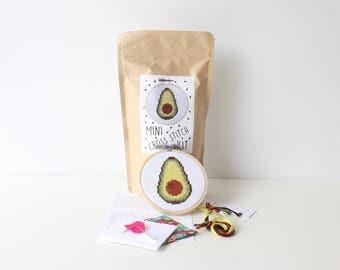 "Avocado Mini Cross Stitch Kit 3.5"" / 9 CM Hoop Vegan Gift Veggie Cross Stitch Avocado Needlepoint Kit Embroidery Summer Crafts Stitch Kit"