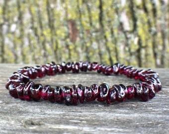 Garnet Bracelet, Garnet Chip Bracelet, Gemstone Stretch Bracelet, Healing Crystals, Dark Red Garnet, Mens Bracelet, Beaded Bracelet, Chakra