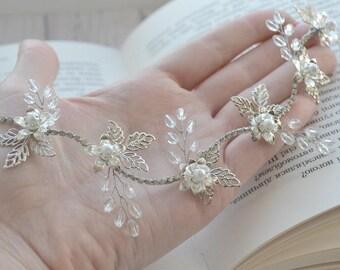 Bridal headband Bridal hair vine White flower halo Leaf hair vine Bridal flower crown Floral crown Wedding flower crown bridal hair jewelry