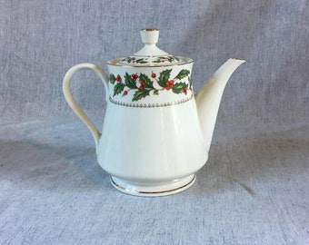 Vintage Cellar Ivory Holly Christmas Teapot