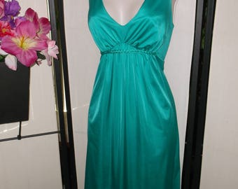 Vintage 1960s Vanity Fair teal/jade green goddess peignoir nightgown 34/Small; gathered waist; braid detail; low cut; boudoir photos pinup