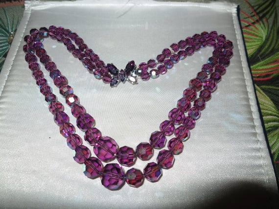Beautiful 1950s 2 strand faceted amethyst glass necklace butterfly clasp