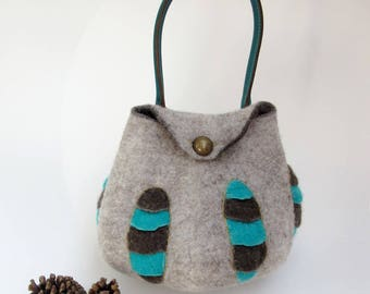 Natural handbag in wool felt and leather handle, French designer bag in ecological felt, Bizarre and beautiful bag.
