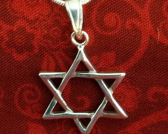 CP105 Vintage Sterling Silver Necklace with Sterling Silver Star of David Pendant