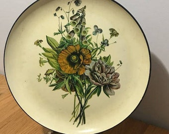 Vintage Decorative Plate Adorned with a Bunch of Wild Flowers Home Decor