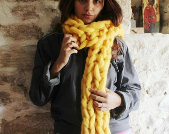 Chunky Knit Scarf. Unisex Chunky Yellow Scarf. Bulky scarf. Oversize Scarf. Hand Knitted scarf. Giant Chunky Scarf. Fashion winter scarf.