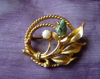 Mother's Day Brooch Gift/Sarah Coventry Jade and Pearl Gold tone brooch w Genuine Cultured Pearl Genuine Jade/Rope & floral leaf/Excellent