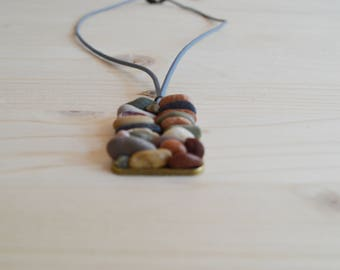Beach pebble pendant necklace