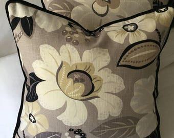 Retro flower pillow sham
