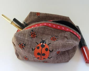 Purse/pouch in cotton hand-sewn and painted with colors for fabric. Illustration of ladybugs