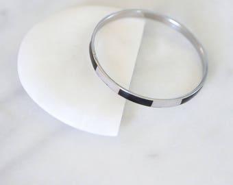 1970's Vintage Minimalist Black and White Striped Silver Bangle Bracelet
