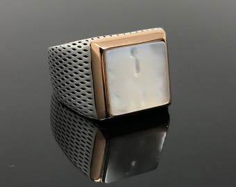 Well Handcrafted 925K Sterling Silver Mother of Pearl (MOP) Stone  Men's Ring  Trusted US Seller