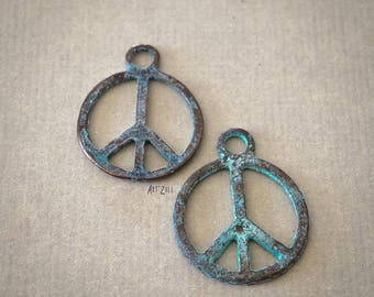 """4 metal charms patinated, symbol """"peace and love"""", 18 mm, green gray, made in Europe"""