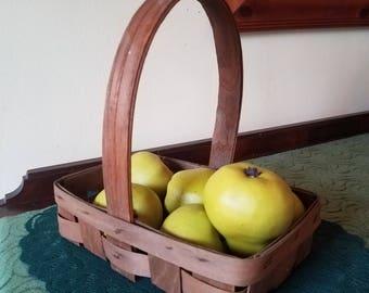 Vintage wicker basket // Orchard basket // Berry picking basket // Country farmhouse // French gathering basket