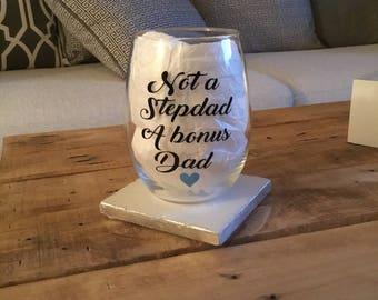 Stepdad wine glass. Stepdad gift. Bonus dad wine glass. Bonus dad gift. Stepfather glass. Stepfather gift. Stepfather wine glass.
