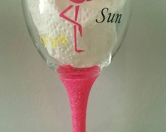 Pink Flamingo fun summer glitter wine glass