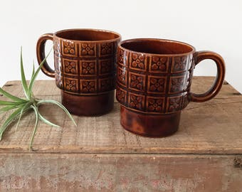 Pair Stackable Midcentury Retro Mugs - Stoneware tea cups - bohemain eclectic jungalow style decor home - vintage japan brown pattern #0551