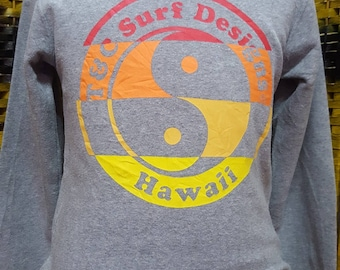 Vintage Town and Country surf designs/ big logo Yin Yang tricolor / very nice sweatshirt (AK 9)