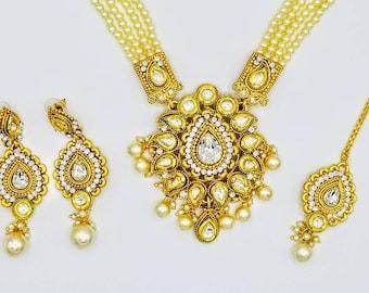 Indian bridal jewelry/Kundan pearls gold bridal jewelry set with tikka/Jadau Kundan/22K Gold plated/Clear cyrstals/Kundan jewelry
