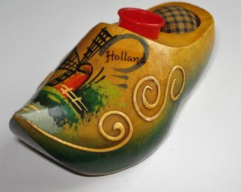 Vintage Kitsch Dutch Clog Pin Cushion and Thimble Holder Holland