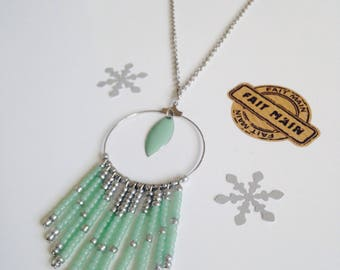 Green necklace of water