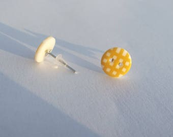 Small button Stud Earrings white and yellow plaid acrylic