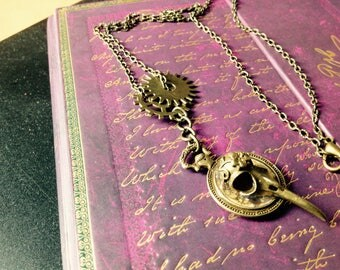 Metal necklace with pendant. Gears and resin. Vintage. Horror. Steampunk.