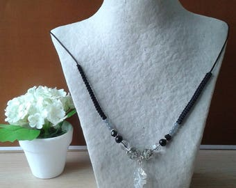 The Choker necklace with beads, black and white